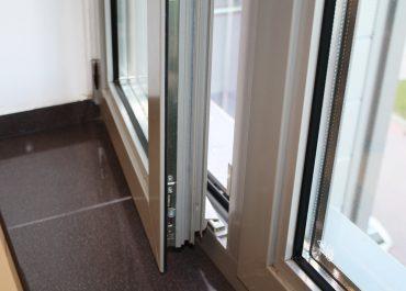 Komunikat Policji: Otwarte okna czy niezamknięte drzwi to zachęta dla złodzieja!